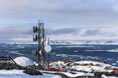 Vista stazione e del fiordo artici di Nuuk immagini stock libere da diritti