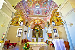 Vista storica dell'altare della chiesa in Krizevci Fotografia Stock Libera da Diritti