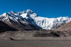 Vista strabiliante del fronte del nord della montagna di everest fotografia stock