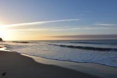 Vista strabiliante di un tramonto e la vista sul mare in California Immagini Stock