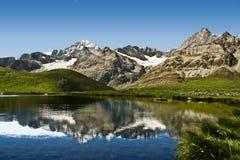 Vista stupefacente del lago della montagna Fotografie Stock Libere da Diritti