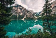 Vista stupefacente del lago Lago di Braies Braies, wildsee di Pragser Trentino Alto Adidge, montagne delle dolomia, Italia Immagine Stock Libera da Diritti