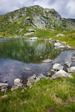 Vista stupefacente del lago trefoil, montagna di Rila, i sette laghi Rila Fotografia Stock