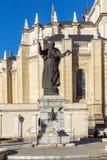 Vista stupefacente del monumento di Papa Giovanni Paolo II e di Almudena Cathedral in città di Madrid, Spagna Fotografia Stock Libera da Diritti