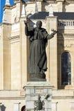 Vista stupefacente del monumento di Papa Giovanni Paolo II e di Almudena Cathedral in città di Madrid, Spagna Fotografie Stock Libere da Diritti
