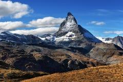 Vista stupefacente della catena montuosa di panorama vicino al Cervino Fotografie Stock