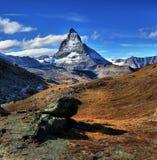 Vista stupefacente della catena montuosa di panorama vicino al Cervino Immagini Stock