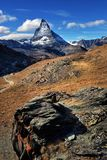 Vista stupefacente della catena montuosa di panorama vicino al Cervino Immagini Stock Libere da Diritti