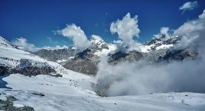 Vista stupefacente della catena montuosa vicino al Cervino nelle alpi svizzere Immagini Stock Libere da Diritti