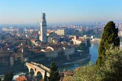 Vista stupefacente della città di Verona e dell'Adige, Italia Immagini Stock Libere da Diritti