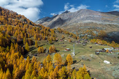 Vista stupefacente delle alpi svizzere, cantone di autunno del Valais Fotografia Stock