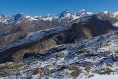 Vista stupefacente delle alpi svizzere, cantone di inverno del Valais Immagine Stock