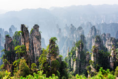 Vista stupefacente delle montagne dell'avatar delle colonne dell'arenaria del quarzo fotografia stock libera da diritti