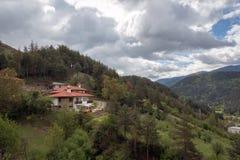 Vista stupefacente delle montagne di Rhodope in Bulgaria Immagini Stock Libere da Diritti