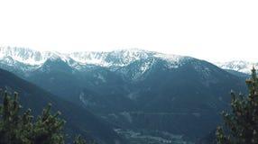 Vista stupefacente delle montagne nevose di inverno del paesaggio Fotografia Stock Libera da Diritti