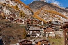 Vista stupefacente di autunno della località di soggiorno di Zermatt, cantone del Valais Immagine Stock