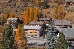 Vista stupefacente di autunno della località di soggiorno di Zermatt, cantone del Valais Fotografia Stock