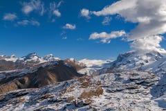 Vista stupefacente di inverno delle alpi dal paradiso del ghiacciaio del Cervino Fotografia Stock Libera da Diritti
