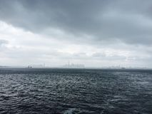 Vista stupefacente a Manhattan in tempo nuvoloso Fotografie Stock