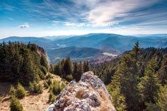 Vista stupefacente nelle montagne carpatiche fotografia stock libera da diritti