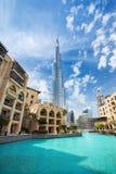 Vista su altezza di Burj Khalifa 828 m. nel centro finanziario del Dubai, Emirati Arabi Uniti Immagine Stock