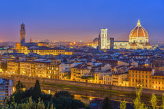 Vista su Firenze alla notte fotografia stock libera da diritti