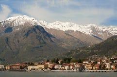 Vista su Gravedona e sulle alpi, lago Como, Italia Immagini Stock Libere da Diritti