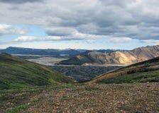 Vista su Landmannalaugar ed il giacimento di lava di Laugahraun dalla cima della montagna di Brennisteinsalda, Islanda fotografia stock
