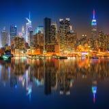 Vista su Manhattan alla notte fotografia stock