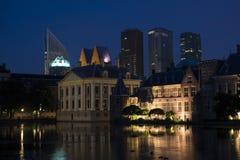 Vista su Mauritshuis e sulla parte del Binnenhof a L'aia Fotografia Stock Libera da Diritti