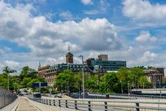 Vista su Staten Island Borough Hall, sull'agenzia matrimoniale e sulla corte di Richmond County Surrogate dalla st George Ferry T fotografia stock libera da diritti