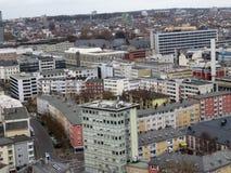Vista su sull'imposizione delle costruzioni moderne a Francoforte sul Meno in Germania fotografie stock