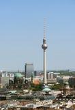 Vista su una torre della TV a Berlino Fotografia Stock Libera da Diritti