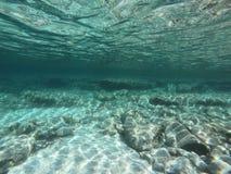 Vista subacquea del turchese di luce e della riflessione Fotografia Stock Libera da Diritti