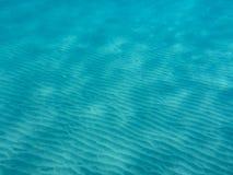 Vista subacquea di bella spiaggia di Skala dell'isola di Kefalonia, mare ionico, Grecia fotografie stock