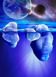 Vista subaquática do iceberg com o mar transparente bonito e dos planetas no fundo Fotos de Stock Royalty Free