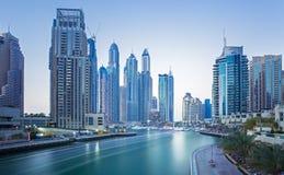 Vista sui grattacieli del porticciolo del Dubai e sul porticciolo del superyacht più di lusso, Dubai, Emirati Arabi Uniti Immagine Stock Libera da Diritti
