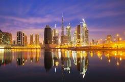 Vista sui grattacieli del porticciolo del Dubai e sul porticciolo del superyacht più di lusso, Dubai, Emirati Arabi Uniti Fotografie Stock