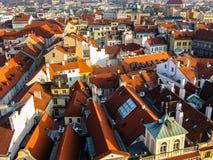 Vista sui tetti a Praga immagini stock
