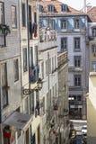 Vista sui vicoli del centro di Lisbona, Portogallo Fotografie Stock