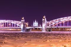 Vista sul Bolsheokhtinsky o sul Peter il grande ponte attraverso Neva River e la cattedrale in San Pietroburgo, Russia di Smolny fotografia stock libera da diritti