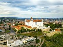 Vista sul castello di Bratislava e sulla vecchia città Citysc dell'antenna di Bratislava Immagini Stock Libere da Diritti