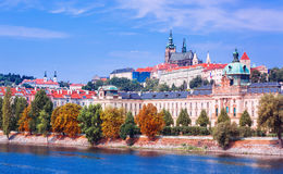 Vista sul castello di Praga e sul fiume della Moldava, repubblica Ceca Fotografia Stock Libera da Diritti