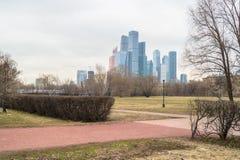 Vista sul centro internazionale MIBC di affari di Mosca da Fili Fotografia Stock Libera da Diritti