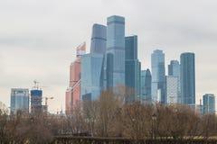 Vista sul centro internazionale MIBC di affari di Mosca da Fili Fotografie Stock Libere da Diritti