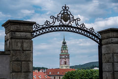 Vista sul centro storico di Cesky Krumlov europa immagini stock