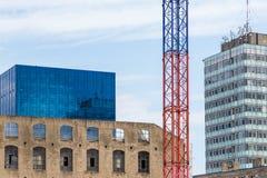 Vista sul dettaglio moderno dell'edificio per uffici, superficie di vetro Fotografia Stock Libera da Diritti