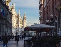 Vista sul duomo Catedral, Milano, Italia Immagini Stock