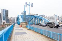 Vista sul fiume blu di Sumida del ponte Fotografia Stock