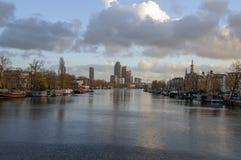 Vista sul fiume di Amstel durante l'Autumn At Amsterdam The Netherlands 2018 immagini stock libere da diritti